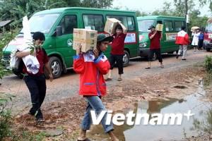 Hàng tỷ đồng ủng hộ đồng bào bị lũ ở miền Trung