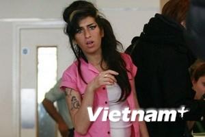 """""""Siêu quậy"""" Amy Winehouse ra mắt bạn trai mới"""