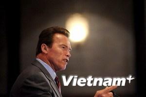 Cựu thống đốc bang California trở lại nghiệp diễn