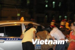 """Hà Nội: """"Cháy"""" dịch vụ taxi dịp Đại lễ 1.000 năm"""