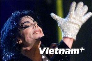 Đấu giá găng tay đính pha lê của Michael Jackson