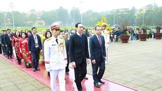 Các kiều bào tiêu biểu vào Lăng viếng Chủ tịch Hồ Chí Minh