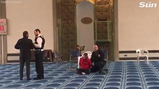 Anh bắt giữ kẻ tấn công một đền thờ Hồi giáo ở London