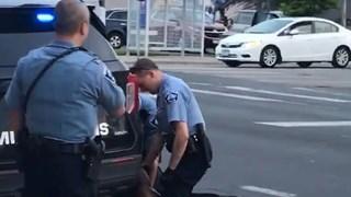 Khoảnh khắc cảnh sát Mỹ dùng bạo lực khi bắt giữ làm 1 người chết