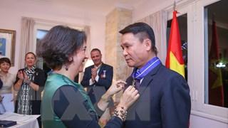 Nhà vua Tây Ban Nha trao tặng huân chương cho Tổng giám đốc TTXVN