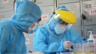 Những hình ảnh xúc động của các y, bác sỹ trên tuyến đầu chống dịch