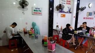 [Video] Mừng-lo Hà Nội mở cửa trở lại dịch vụ hàng quán