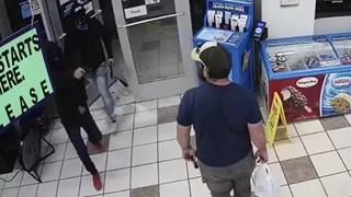 [Video] Cựu lính thủy đánh bộ Mỹ tay không bắt tên cướp có súng