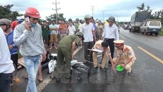 Bình Phước: Xe máy đâm trực diện xe tải, 3 người thương vong