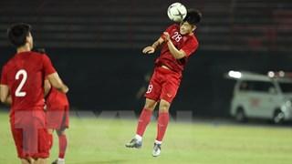 Tuyển Việt Nam làm quen mặt sân trước trận đấu với Indonesia
