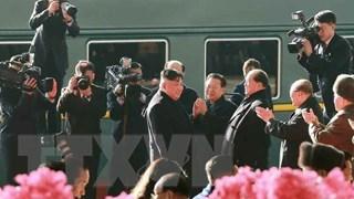 [Video] Cận cảnh Chủ tịch Kim Jong-un lên tàu hỏa tới Việt Nam