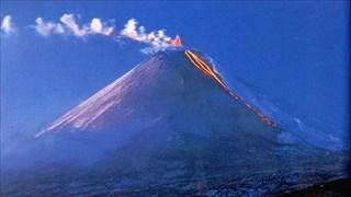 [Video] Vẻ đẹp mê hoặc của ngọn núi lửa cao nhất thế giới
