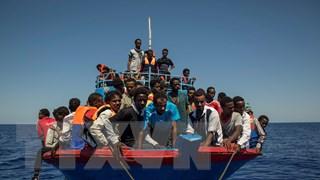 Hải quân Italy giải cứu hơn 60 người di cư trôi dạt ngoài khơi Libya