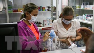 Venezuela cách ly 7 bang, Puerto Rico áp đặt lệnh giới nghiêm