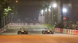 Cận cảnh chiếc xe Công thức 1 gào rú tại đường đua Mỹ Đình