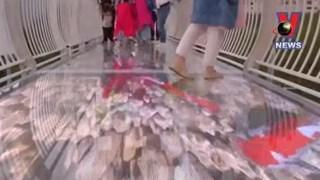 [Video] Du khách khắp nơi tò mò về cầu kính 5D ở Trung Quốc