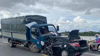 [Video] Khoảnh khắc xe con đâm thẳng đầu xe tải làm 3 người chết
