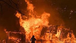 Lửa cháy ngút trời trong vụ hỏa hoạn làm 6 người tử vong ở Nghệ An