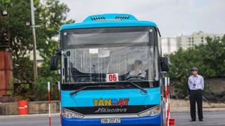 [Video] Những màn trình diễn điêu luyện của tài xế xe buýt Hà Nội