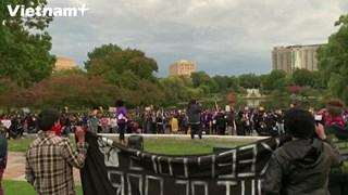 [Video] Người dân Mỹ cổ vũ cuộc tranh luận Tổng thống Mỹ