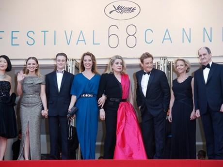 [News Game] Nhìn váy đoán sao tại liên hoan phim Cannes 2015