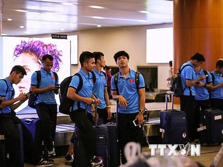 Cận cảnh tuyển Việt Nam đặt chân đến Yangon, sẵn sàng đấu Myanmar