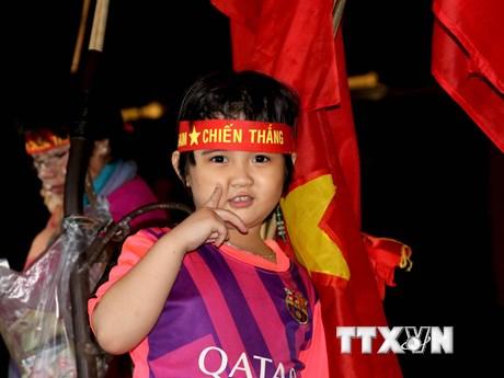 [Photo] Hàng triệu CĐV Việt Nam đổ ra đường ăn mừng chiến thắng