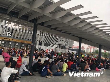 [Photo] CĐV xếp hàng dài mua vé chung kết Malaysia-Việt Nam