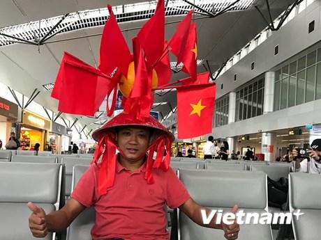 Cổ động viên cả nước đổ về Mỹ Đình 'tiếp lửa' cho tuyển Việt Nam