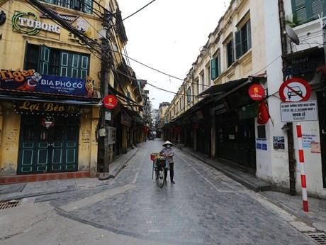 Hà Nội: Đường phố vắng vẻ, hàng quán đóng cửa phòng chống COVID-19
