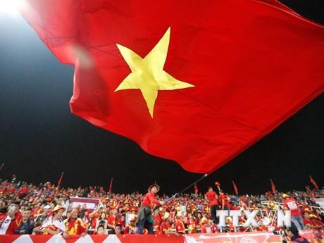 Cổ động viên Việt Nam 'đốt cháy' sân vận động Mỹ Đình | Bóng đá | Vietnam+ (VietnamPlus)