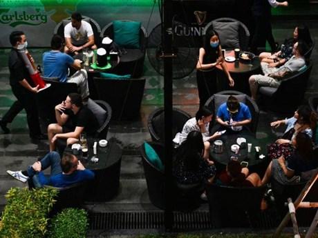 Thái Lan: Người dân Bangkok đổ xô đi mua rượu bia trong mùa dịch bệnh
