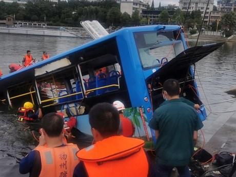 Trung Quốc: Tai nạn xe buýt kinh hoàng, hàng chục người...