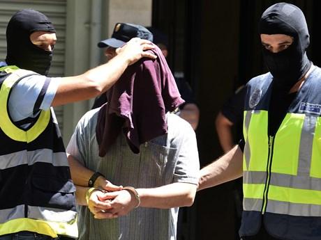 Tây Ban Nha bắt giữ đối tượng ủng hộ IS có kế hoạch khủng bố Barcelona | Châu Âu | Vietnam+ (VietnamPlus)
