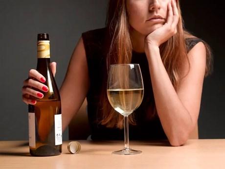 Phụ nữ Mỹ tiêu thụ nhiều đồ uống có cồn hơn trong giai đoạn đại dịch