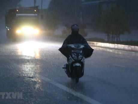Không khí lạnh gây mưa dông cục bộ ở Bắc Bộ, đêm 8/4 trời chuyển lạnh