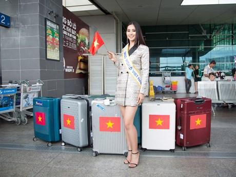 Tiểu Vy rạng rỡ mang theo 150 kg hành lý lên đường đến Miss World 2018