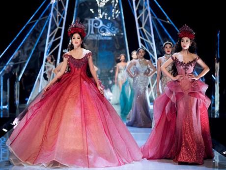 Dàn Hoa hậu rủ nhau cùng tỏa sáng trong show diễn thời trang