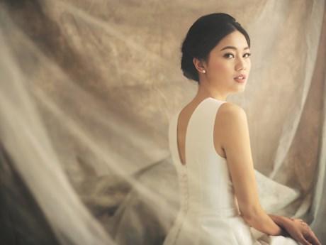 Á hậu Thanh Tú đẹp quý phái trong bộ ảnh cưới phong cách châu Âu