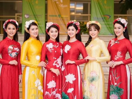 Á hậu Phương Nga cùng dàn người đẹp trình diễn bộ sưu tập 'Linh Sen' | Thời trang | Vietnam+ (VietnamPlus)