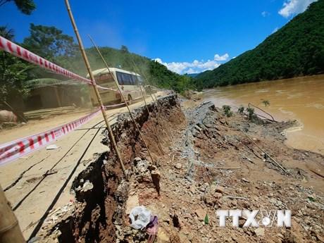 Nhiều tuyến đường ở Thanh Hóa bị sạt lở nghiêm trọng vì mưa lũ
