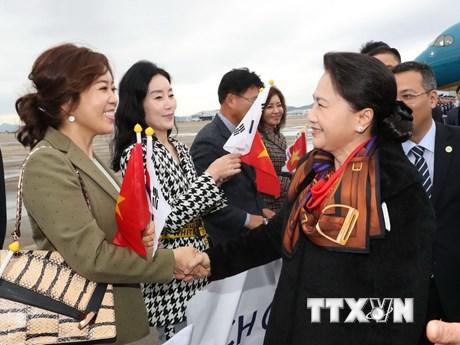 Chủ tịch Quốc hội Nguyễn Thị Kim Ngân đến Busan, bắt đầu thăm Hàn Quốc