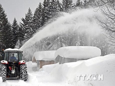 [Photo] Thời tiết khắc nghiệt ở châu Âu, tuyết rơi dày kỷ lục