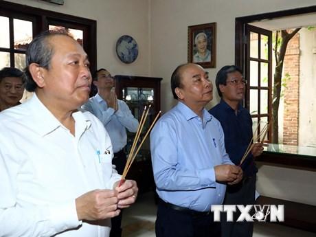 Thủ tướng dâng hương tưởng niệm các nhà lãnh đạo qua các thời kỳ