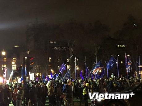 Biểu tình bên ngoài tòa nhà Quốc hội Anh khi bỏ phiếu về Brexit