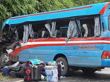 Xe khách chở đoàn thiện nguyện gặp tai nạn, 8 người thương vong | Giao thông | Vietnam+ (VietnamPlus)