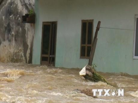 Ảnh hưởng hoàn lưu bão số 3, nhiều nhà dân ở Sơn La bị ngập sâu | Xã hội | Vietnam+ (VietnamPlus)