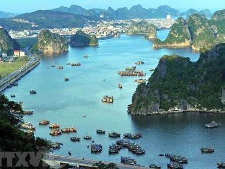 Ngừng sử dụng sản phẩm nhựa dùng một lần trên Vịnh Hạ Long từ 1/9   Môi trường   Vietnam+ (VietnamPlus)