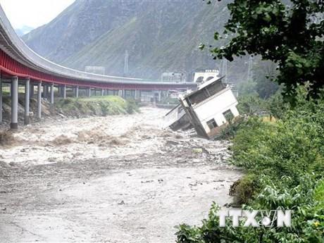 Mưa lũ khiến Trung Quốc thiệt hại lớn về người và tài sản