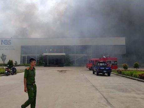 Cháy lớn thiêu rụi nhà xưởng của Công ty May Nhà Bè tại Sóc Trăng | Xã hội | Vietnam+ (VietnamPlus)